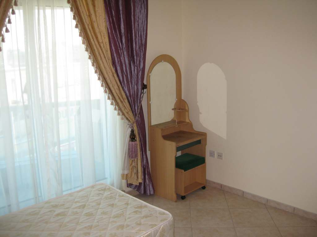 Bed space available in deira city centre metro   Souqpinoy